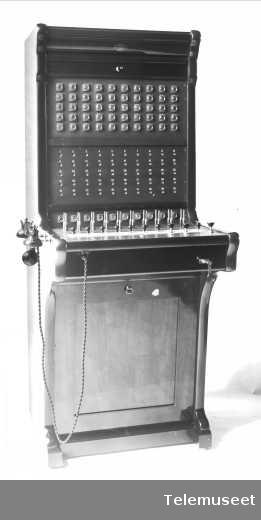 Telefonsentral, magneto kabinettveksler 50 d.l. 13.11.12. Strong Pattern type, Mac Millan. Elektrisk Bureau.