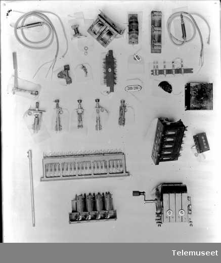 Deler for vekslere. Snorer, propper, velgere mm. Mix & Genest. 30.11.14. Elektrisk Bureau.