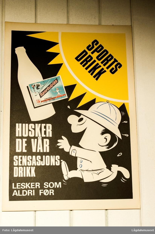 Reklameplakat for sportsdrikk fra Kongsberg Mineralvannfabrikk.