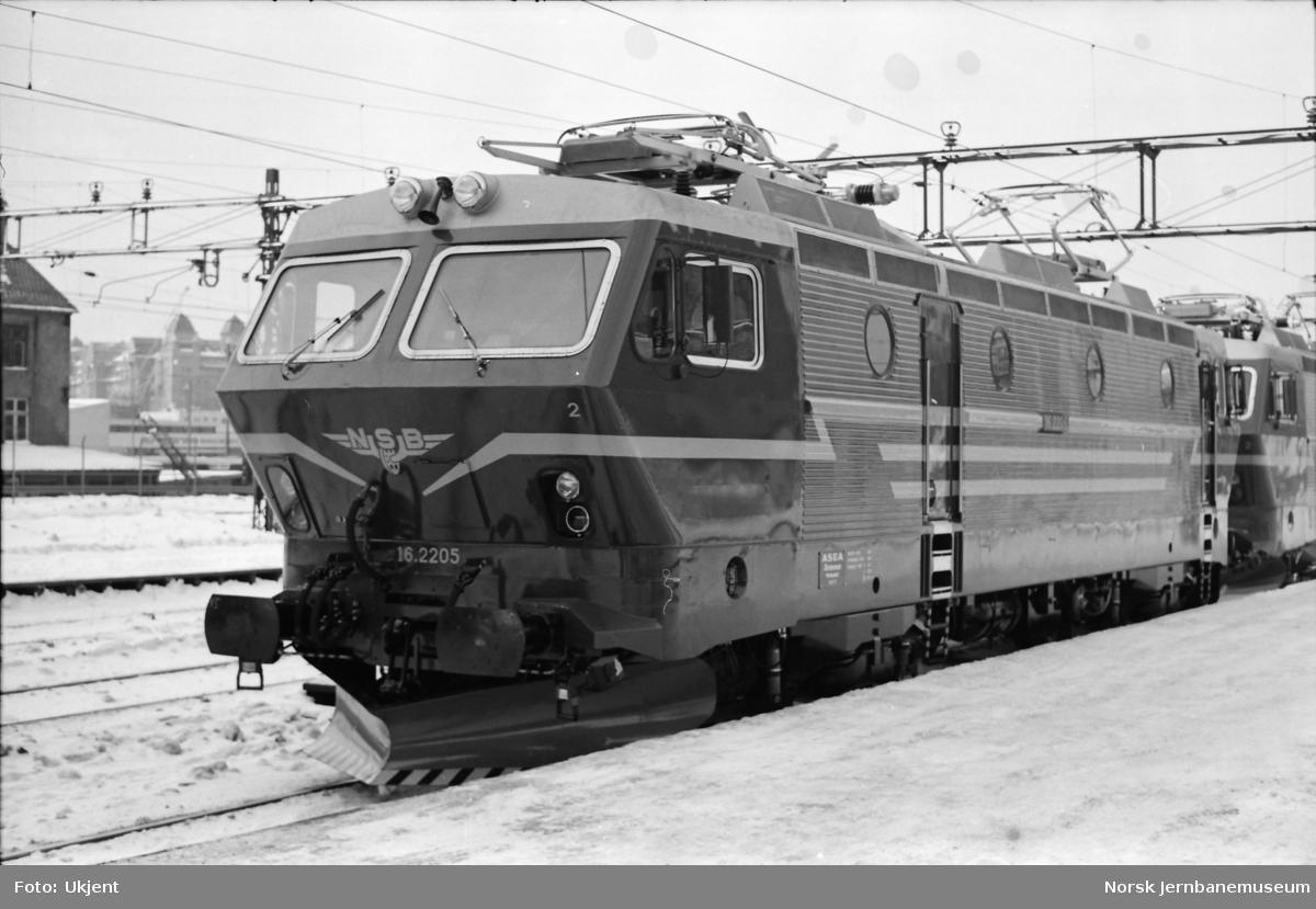 Elektrisk lokomotiv El 16 2205 på Oslo Ø