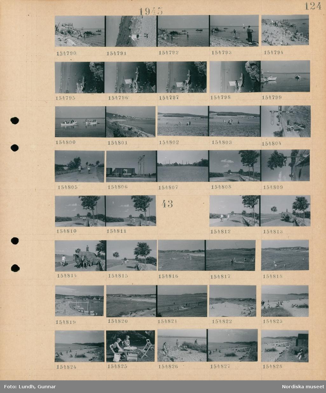 """Motiv: (ingen anteckning) ; Människor solar och badar på en badstrand, människor i roddbåtar, landskapsvy med strand - hav och bebyggelse, männisor arbetar med höskörd, en kvinna på cykel vid en vägskylt """"Hälsingborg"""", två cyklister på en väg, en hästdragen vagn vid en järnvägsvagn.  Motiv: (ingen anteckning) ; Två cyklister på en väg, en man kör ett hästdraget hölass på en väg, människor solar och badar på en badstrand, en hamn med båtar, två kvinnor sitter på trädgårdsmöbler."""
