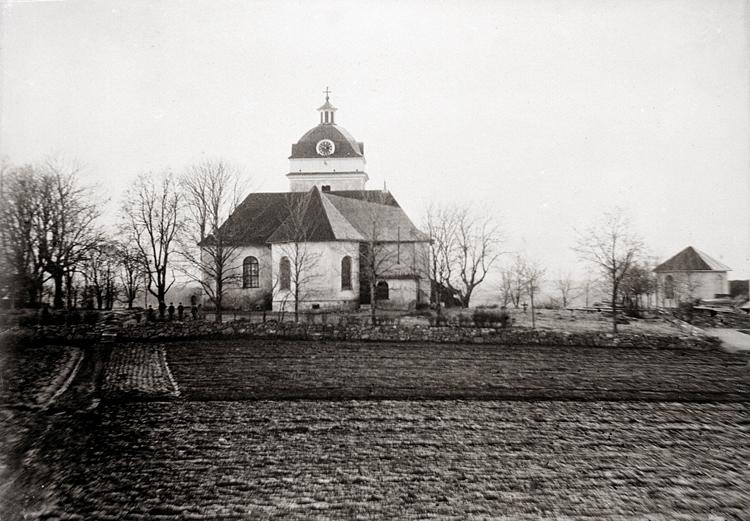Bildtext: Fägreds kyrka, exteriör från öster.