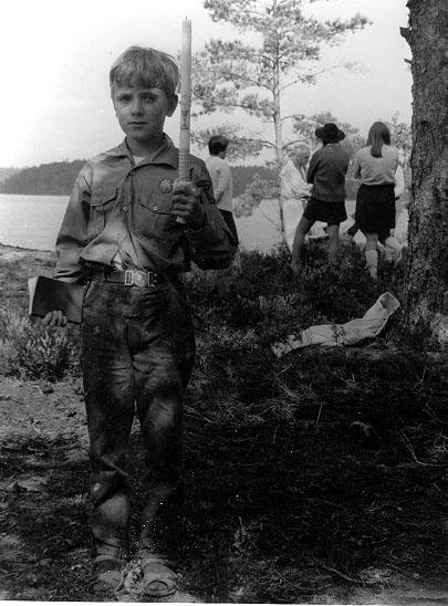 2002-03-25,AS. Thure Elgåsen. f. 1910. d. 6/9-1985. Tivedenkännare, konsthant-verkare, scoutledare och hembygdsföreningsman.Övrig information: Se personarkiv i Västergötlands museum.