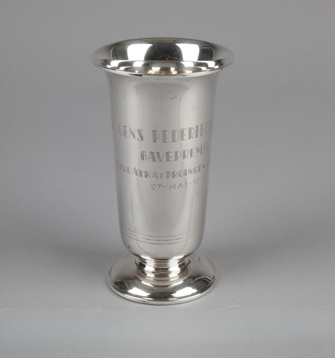 Sølvpokal fra Bergens Rederiforening gitt til bjergningsdamper SALVAGE i1948.