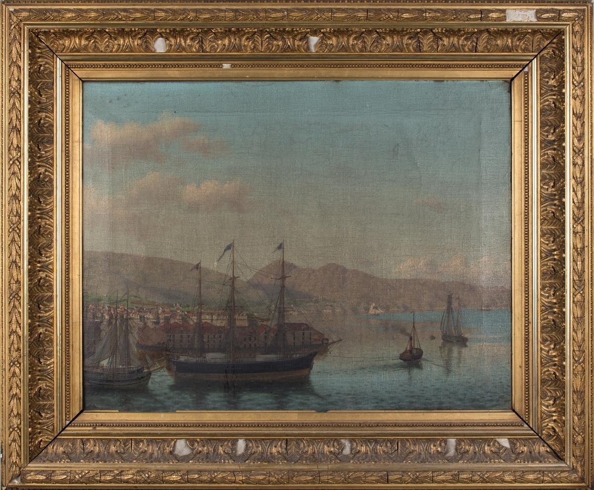 Oljemaleri med havnemotiv fra Bergen havn, Sandviken. Seilskuter og skuteviksbodene sett fra Sandviken. Nordnesspissen i bakgrunnen, bak dette fjellene Løvstakken og Lyderhorn.