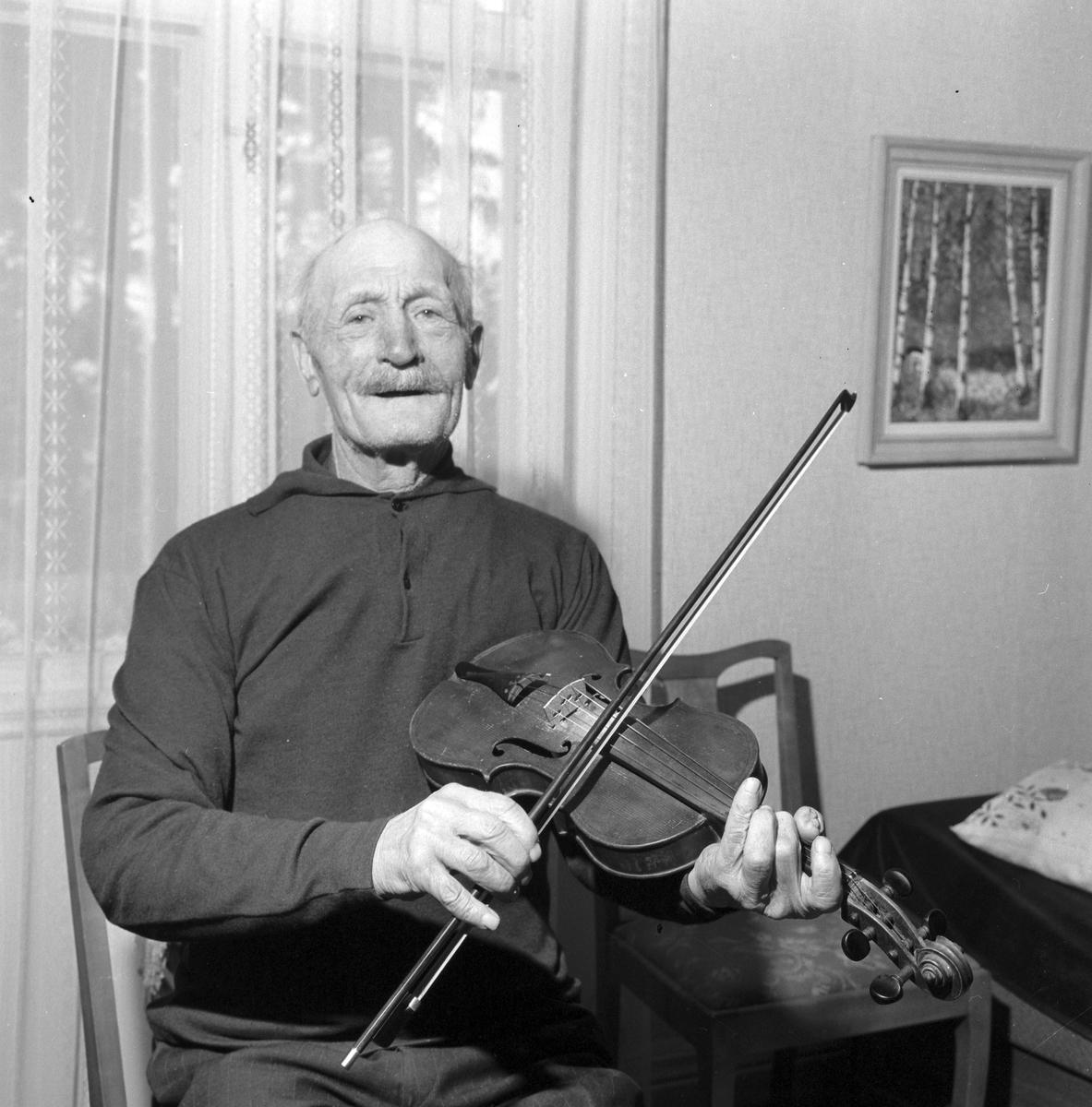 Olof Axel Vahlund, 84 år. Bomhus Januari 1967.