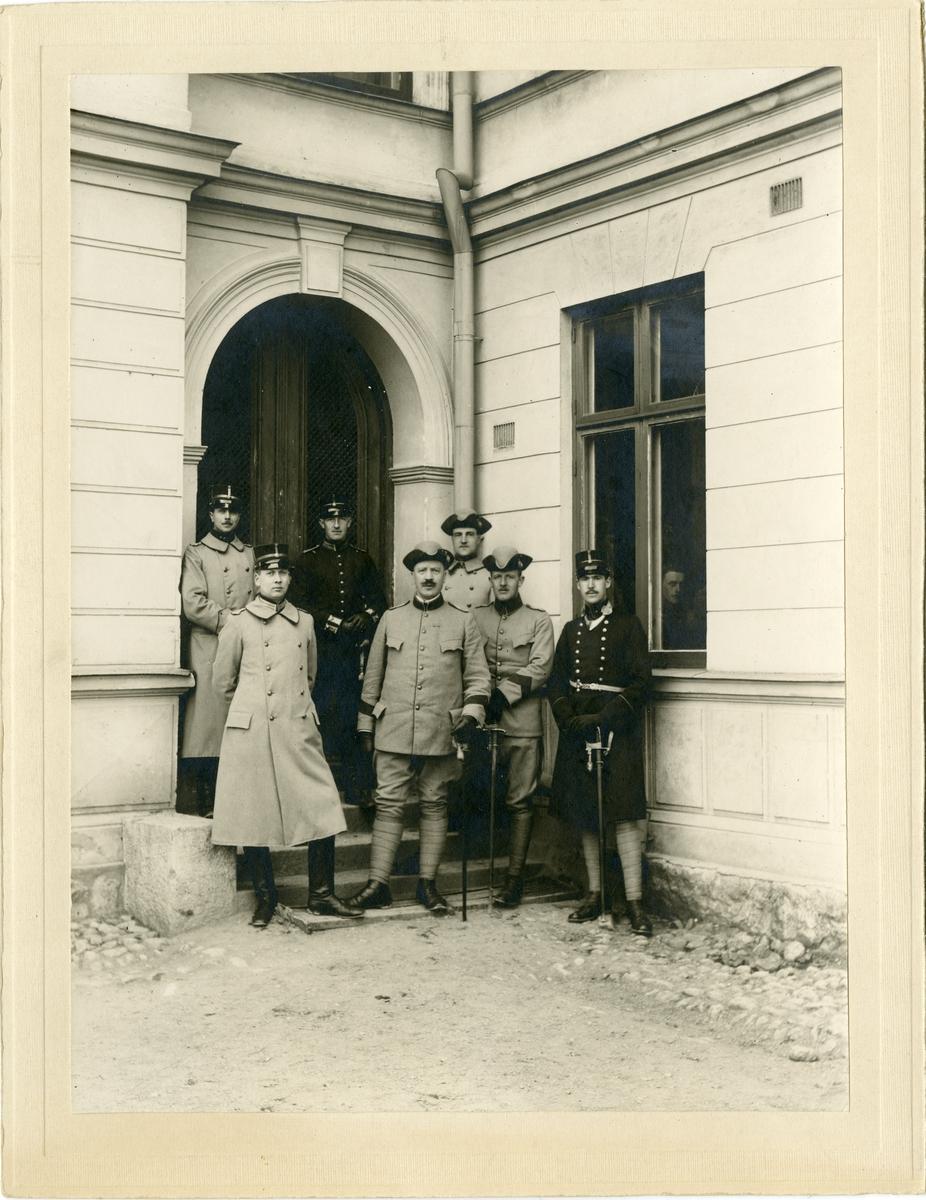 Grupporträtt av officerare vid Södermanlands regementets korpralskola, Strängnäs 1909-1910. För namn, se bild nr. 3.