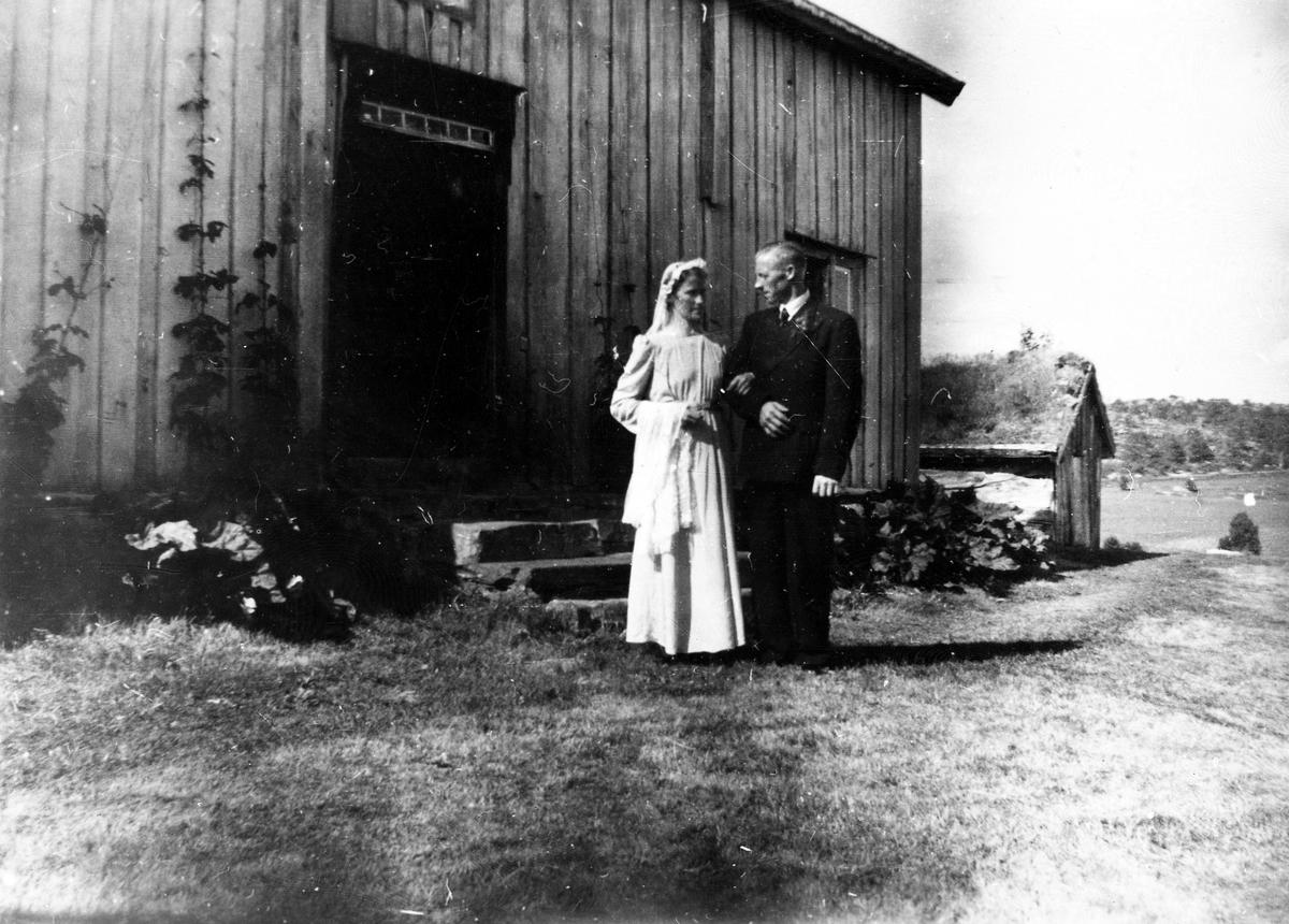 Brudeparet Åsta og Alf Enoksen, Bakkemo 1945