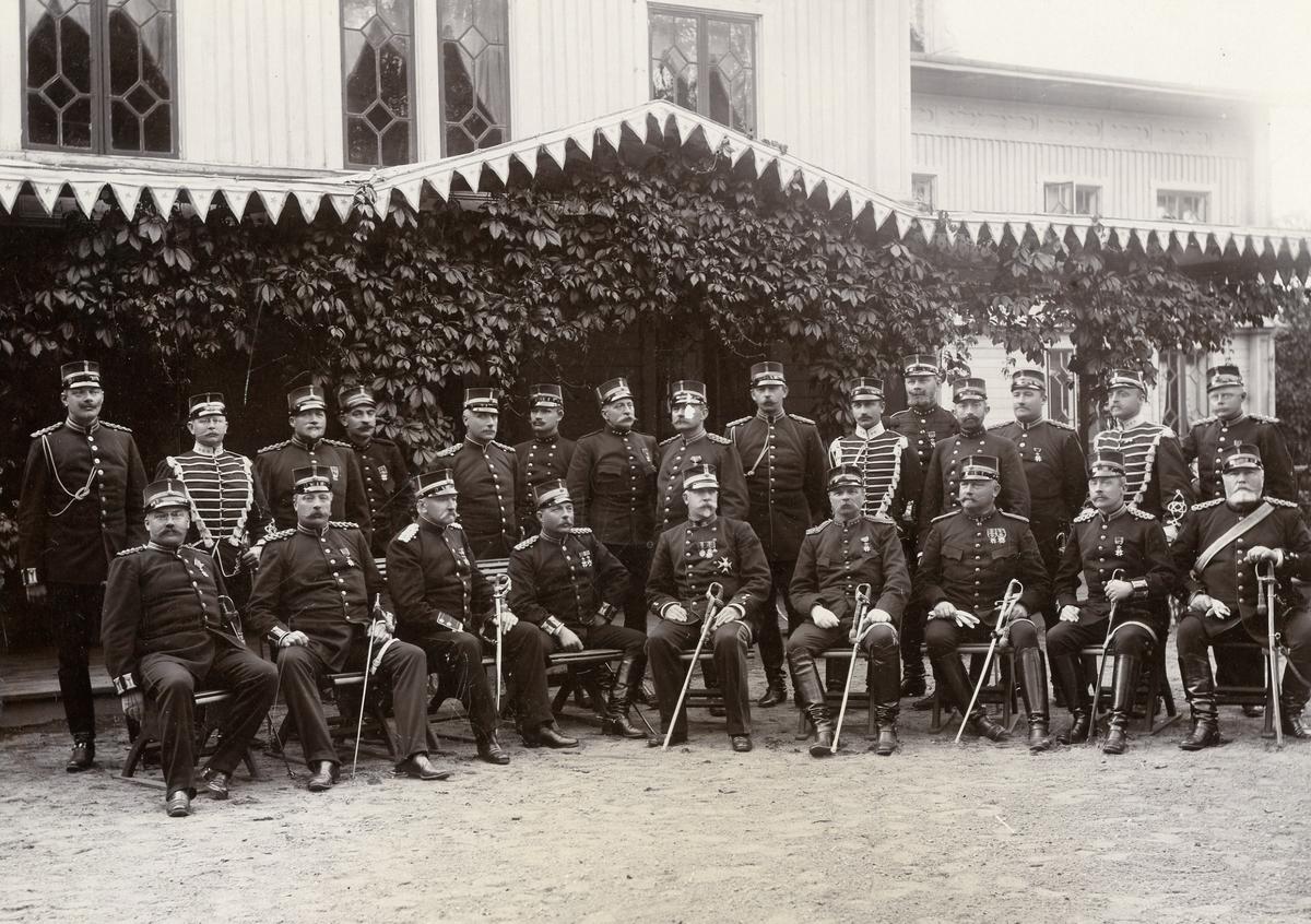 Grupporträtt av officerare vid Värmlands regemente I 22 i Trossnäs.