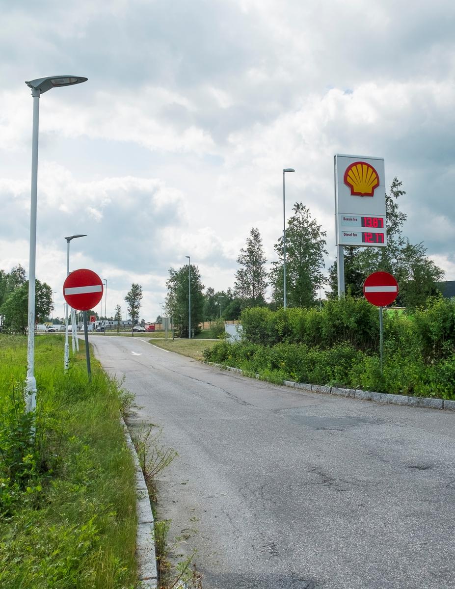 Shell bensinstasjon Smed Bakkes veg Kløfta Ullensaker. På nordgående side av E6.