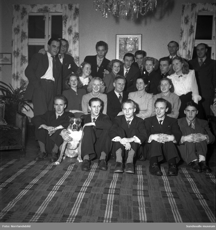 Medelpads lucia 1949, Gunvor Lindqvist, uppvaktas i hemmet i Järkvissle.
