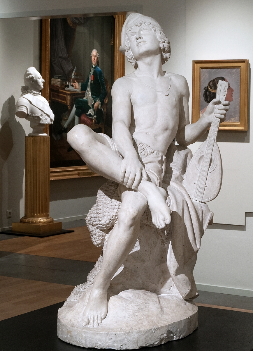 """Staty, originalgips, """"Italiensk fiskaregosse"""". Utförd av skulptören C. G. Qvarnström. Statyn i marmor finns i Nationalmuseum."""