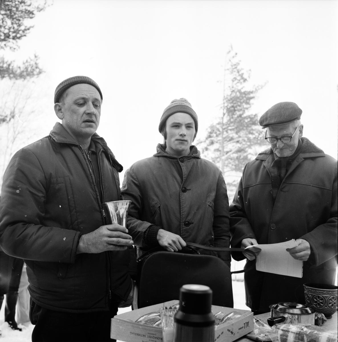 Arbrå, Pimpeltävling på Kyrksjön, April 1971