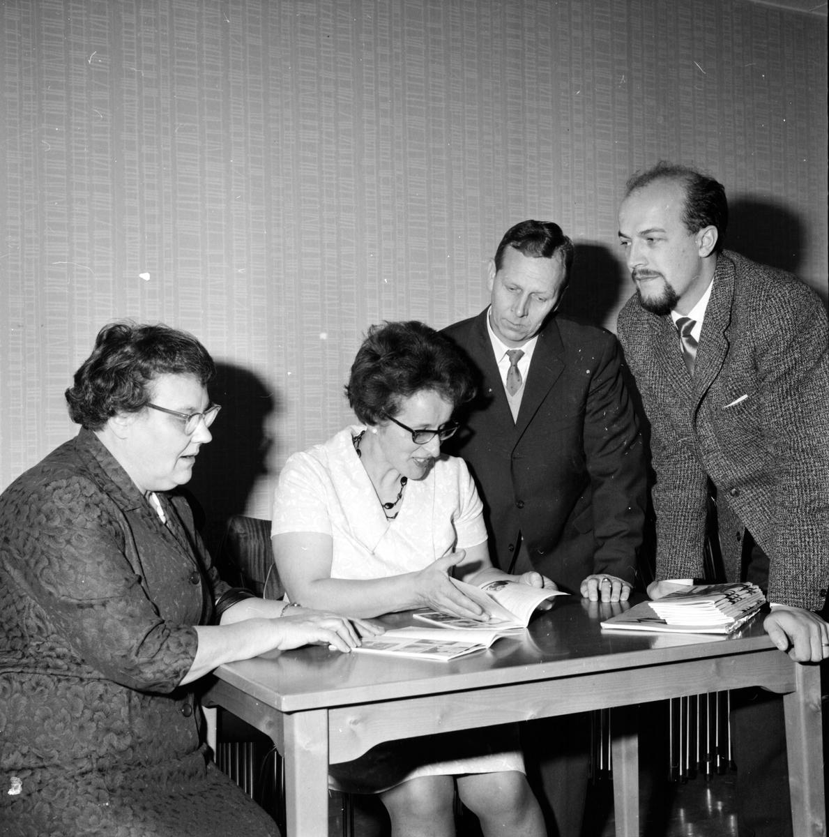 Musiknämndens sammanträde för bildande av orkester, Gunhild Rundgren, Gunborg Lödhaga, Lennart Axling, Magnus Bergvall, 19 Okt 1964