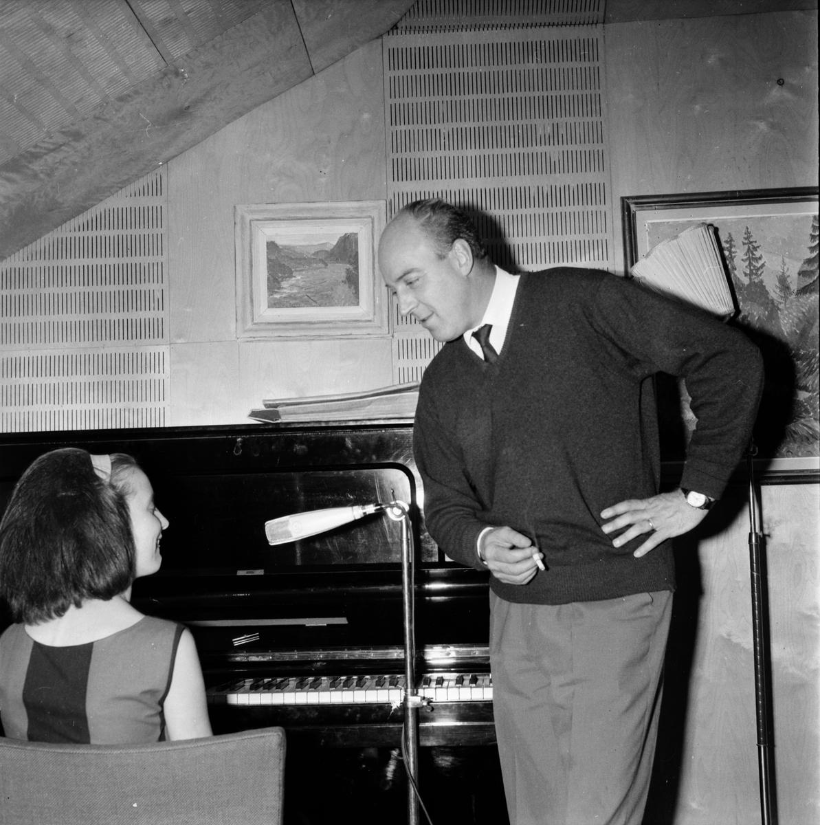 På styva linan pianoprov i Bollnäs. 11/4-1965