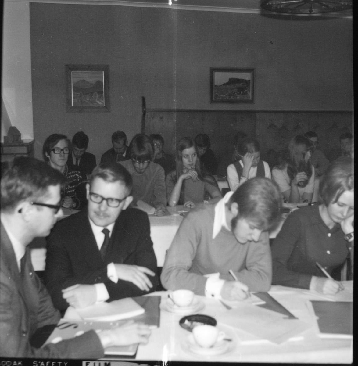 Bollnäs, Folkp.ungd.distr.Årsm. Rengården 8 April 1969