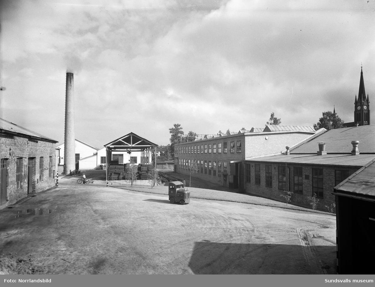 Exteriörbilder från innergården på Sundsvalls verkstäder.