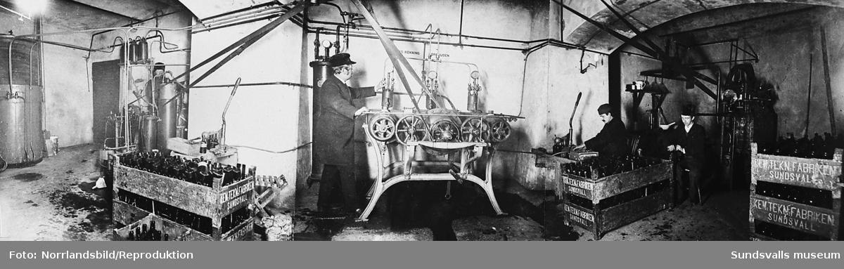 Reproduktion av ett foto från den kemiska fabriken i källaren till Strömbergs färghandel vid Storgatan 36.