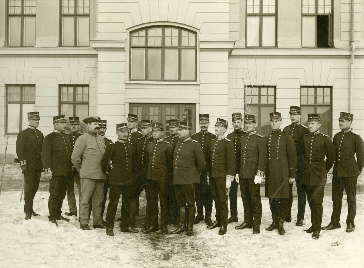 Skidlöparskolans officerare vintern 1910-1911. För namn, se bild nr. 3.