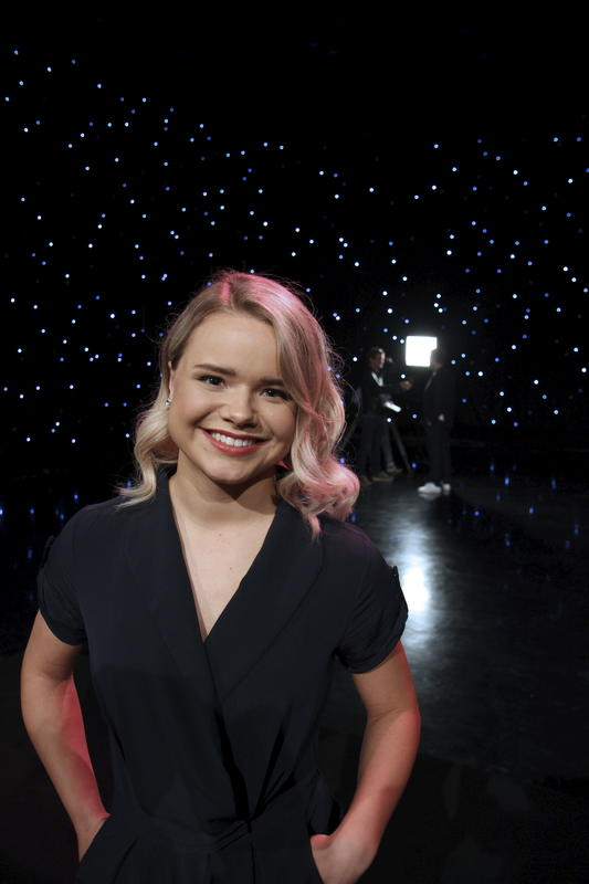 Stjerner i sikte. Lisa Børud er barnebarnet til Arnold. Hun debuterte som plateartist bare 5 år gammel og oppnådde raskt status som barnestjerne. Høsten 2017 ble hun kjent for et enda større publikum da hun deltok på Stjernekamp på NRK.