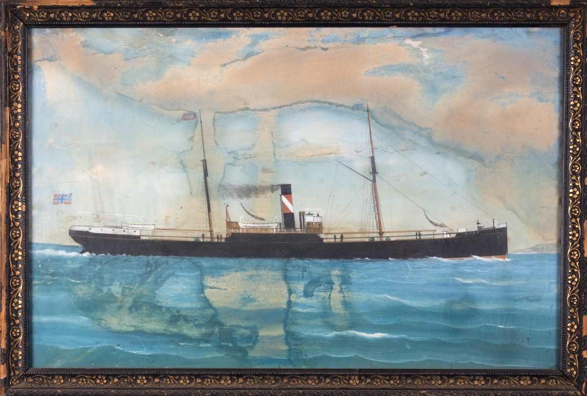 Skipsportrett av DS CERES på åpent hav. Norsk-svensk unionsflagg i akter, og Jepsens skorsteinsmerke. 10 mann ombord.