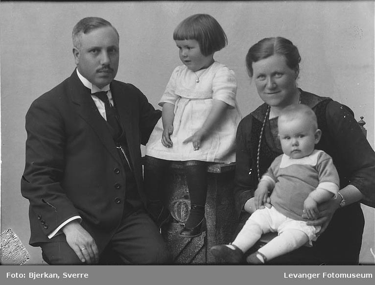 Gruppebilde av Familien Smedby.