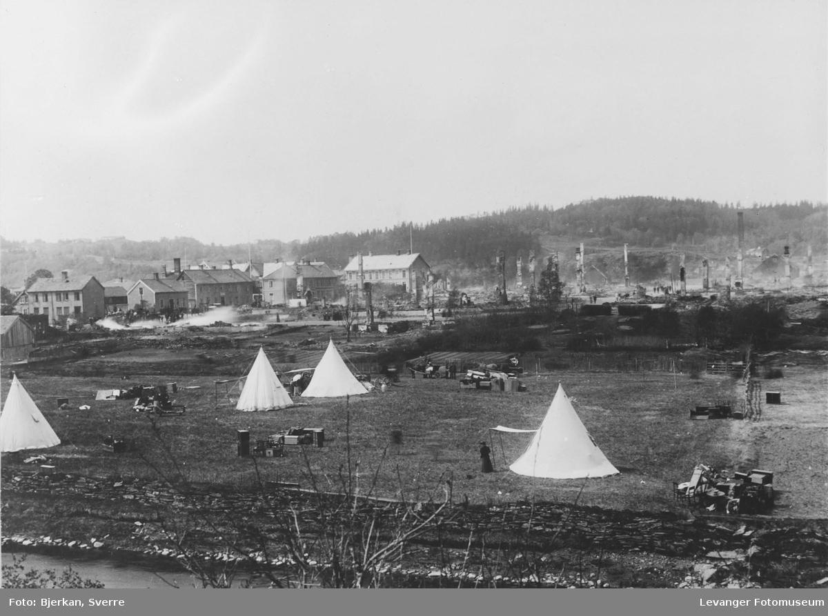 Etter bybrannen i Levanger 1897.