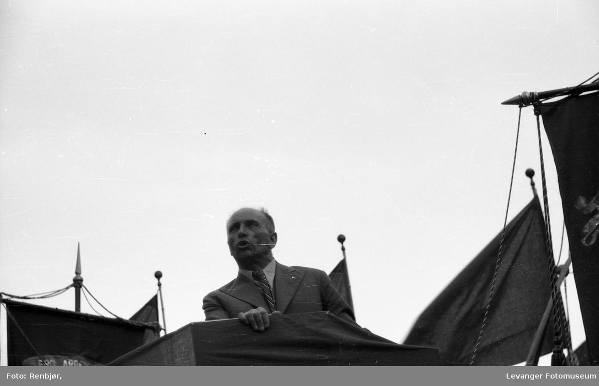 Marit Tranmæl på talerstolen 1.mai.