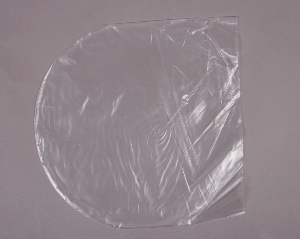 Grammafonplate i svart vinyl og plateomslag i papp. Plata ligger i en plastlomme. Ingen beskrivelse av platens innhold på plateomslaget.