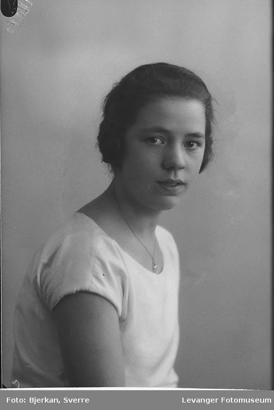 Portrett av Svanhild Karlgaard.