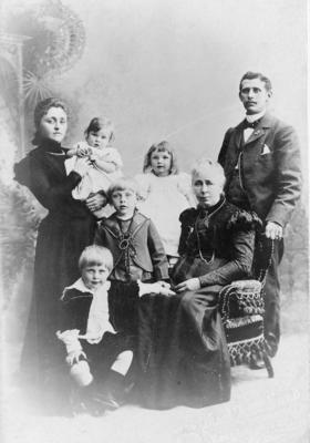 En borgerlig familie. Foto/Photo