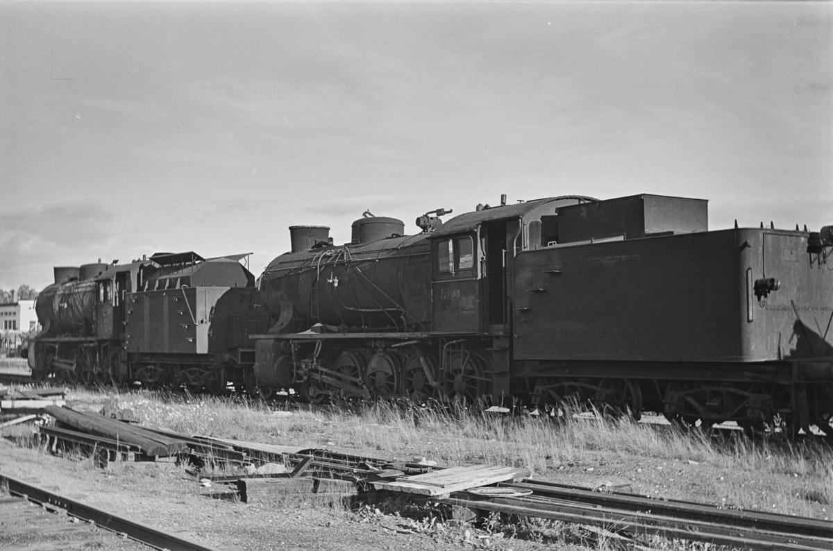 Damplokomotiv type 39a nr. 169 og 308 hensatt for opphugging på NSBs verksted på Grorud.
