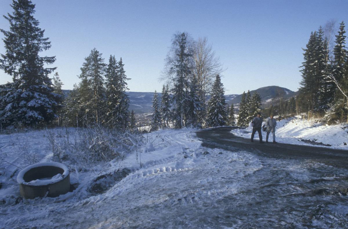 Lillehammer, Kanthaugen, Birkebeinervegen også nevnt som Vipvegen, sving nedenfor nedre Skrefsrud, mot nord-vest
