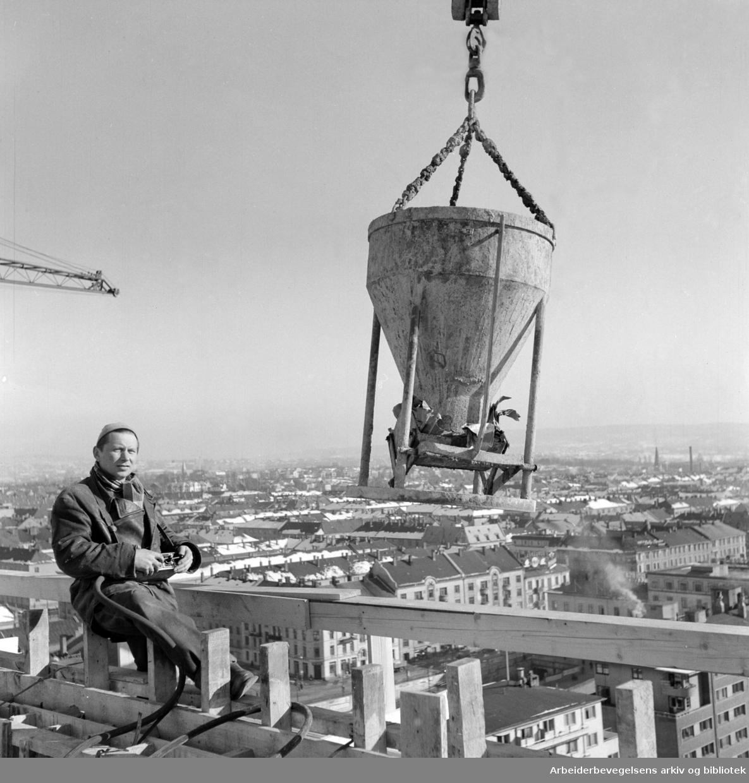 Sørkedalsveien. Elementbygg på Majorstua. Phillips nybygg. Mars 1957