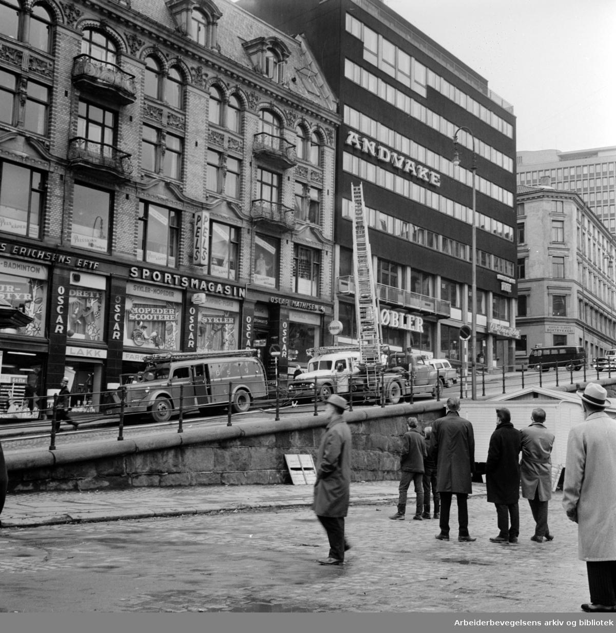 Torggata, ved Youngstorget. April 1963