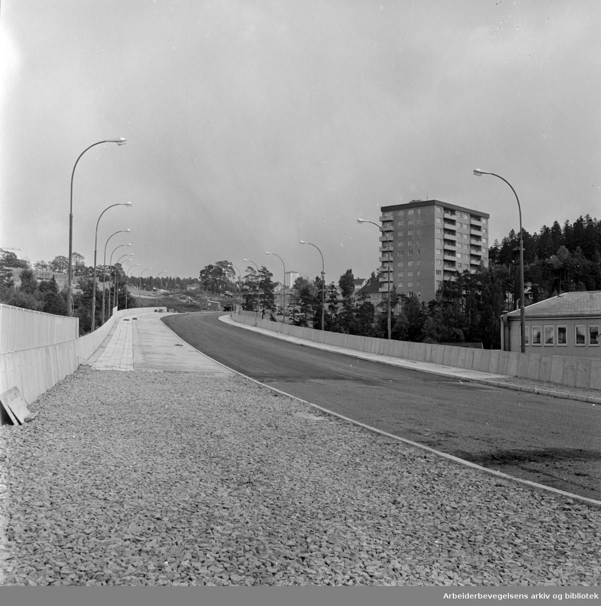 Tveita bru klar for trafikk. Juli 1964
