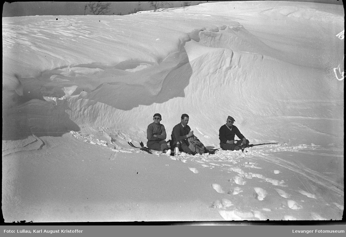 KarlLullau og Kjell Ertsaas på skitur.