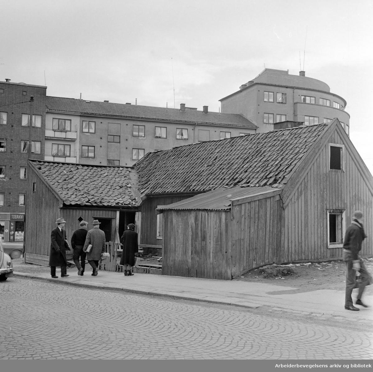 Sandaker. Sandakerveien 12. Oscar Braatens hus skal rives. Juni 1961
