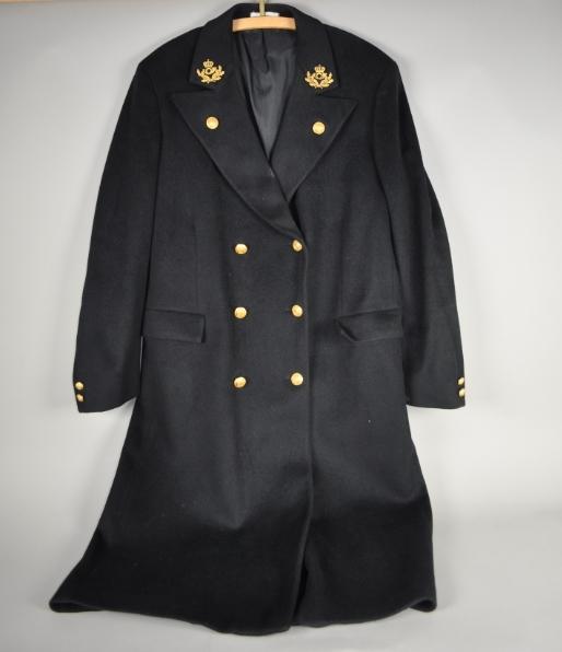 Sort uniformsfrakk. Størrelse 54.