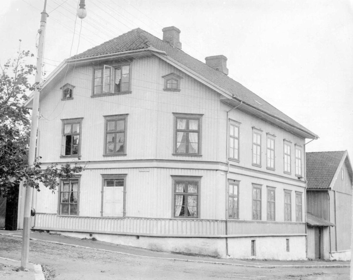 Repro: Bygård i Lillehammer, Kirkegata 55.