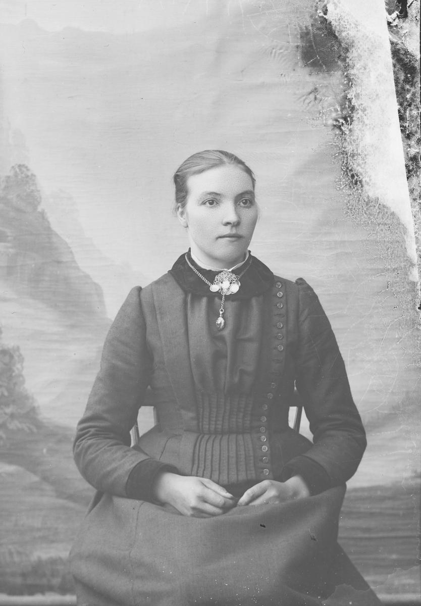 Portrett av Maren H. Leine. Vang i Valdres