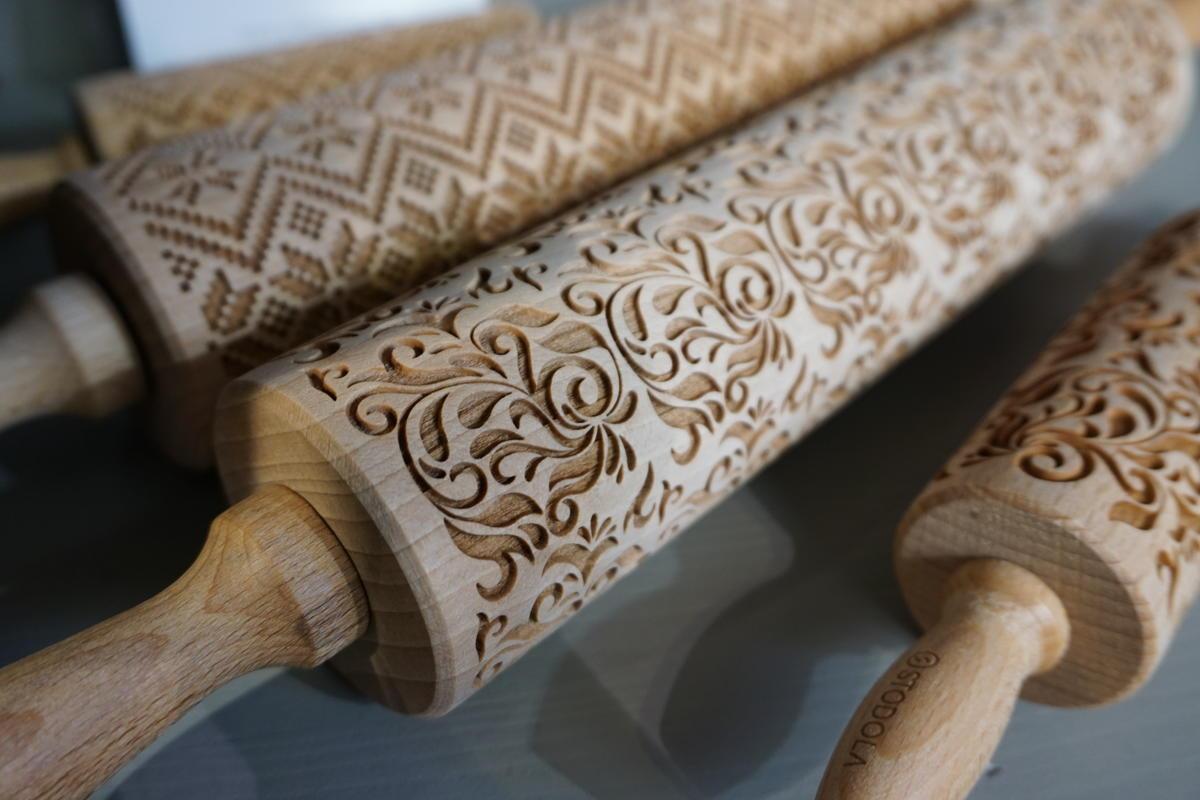 Kjevler med mønster inspirert frå gamle tekstilar. (Foto/Photo)