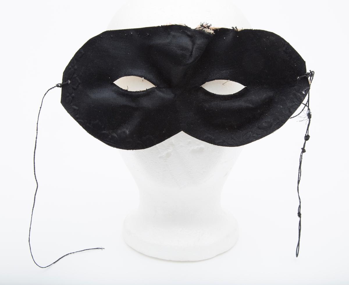 Karnevalsmaske, festesnor røket.