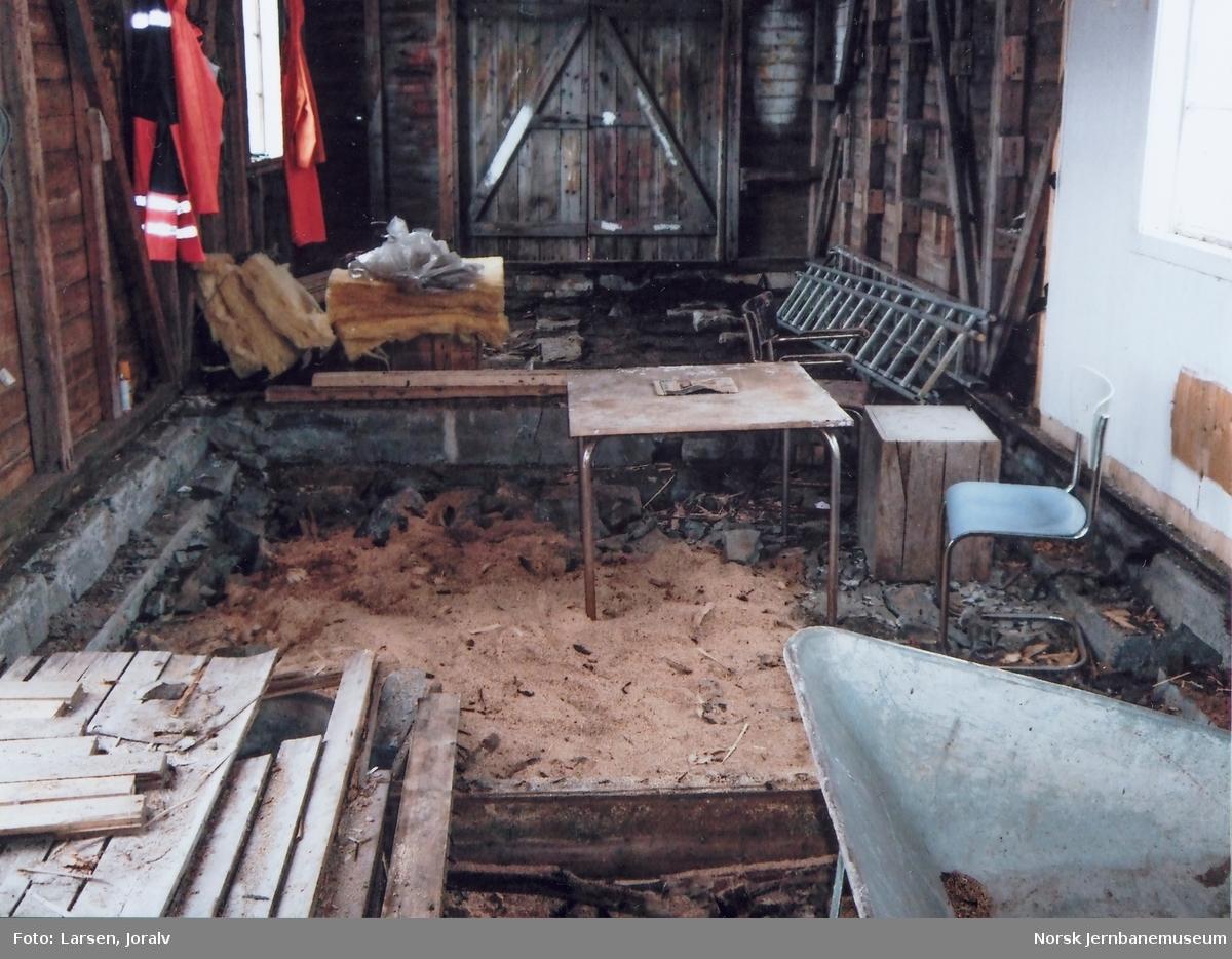 Riving av Smalåsen ekspedisjonsbygning for flytting til Norsk Jernbanemuseum