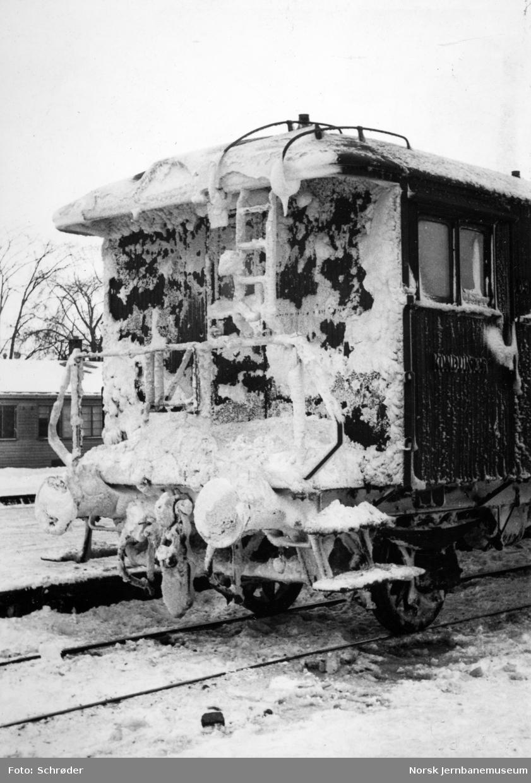 Nediset konduktørvogn i nattog 460 fra Lønsdal ved ankomst Trondheim stasjon