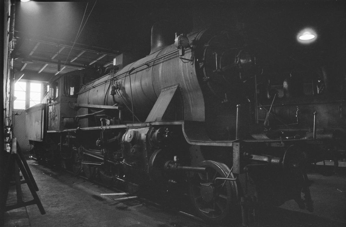 Utrangert damplokomotivtype 24b nr. 236 i lokomotivstallen på Sundland i Drammen.