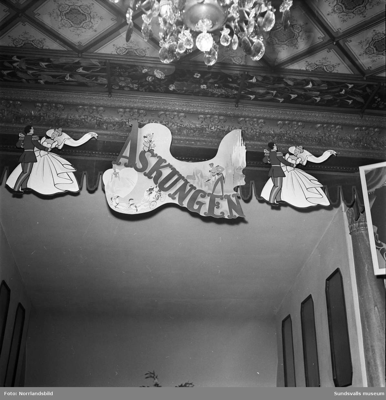 Dekorationer på Knaust inför en maskeradbal med Askungen som tema.
