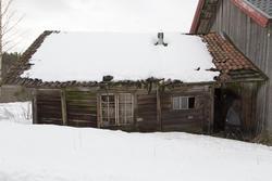 Fjøset på driftsbygningen er for ødelagt til å flyttes. Foto: Thore Bakk, Follo museum/MiA (Foto/Photo)