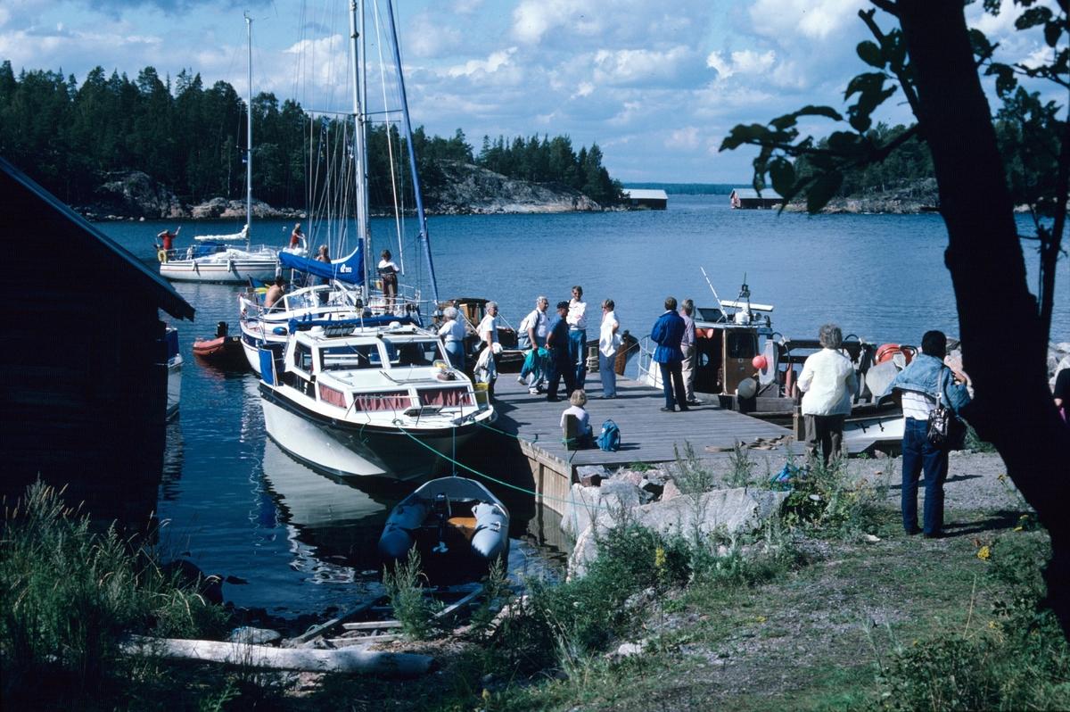 Segelbåtar vid båtbryggan på Kusön