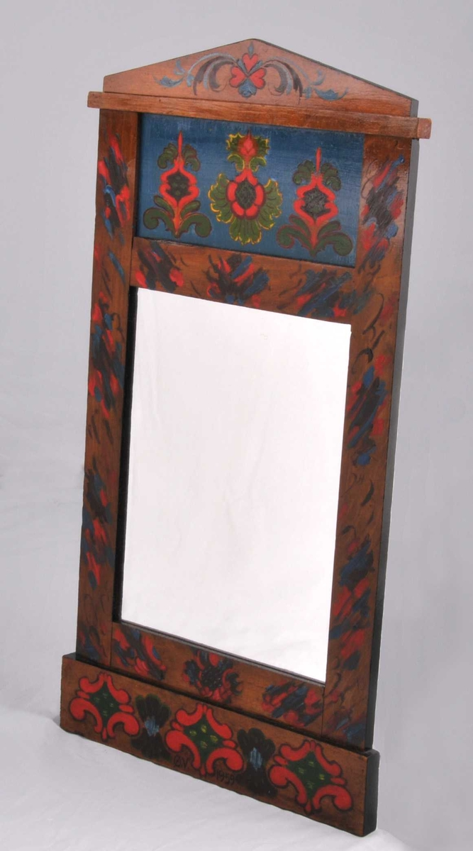 Eldre spegelramme dekorera i 1959 av Øystein Vesaas. Roser.